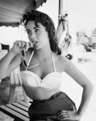 Worth, Frank ◊ Elizabeth Taylor with bustier No.2