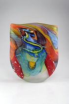 von Zezschwitz - Noel Hart, Vase \\\'Whiskered mountain lory\\\', 2011